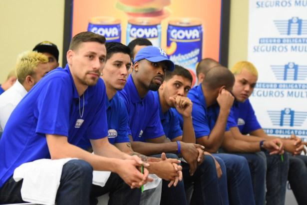 Parte de los jugadores de los Vaqueros en la Conferencia de Prensa