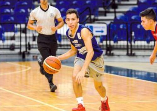 Luis Moya representa a Isla Verde, otro equipo contendor al título