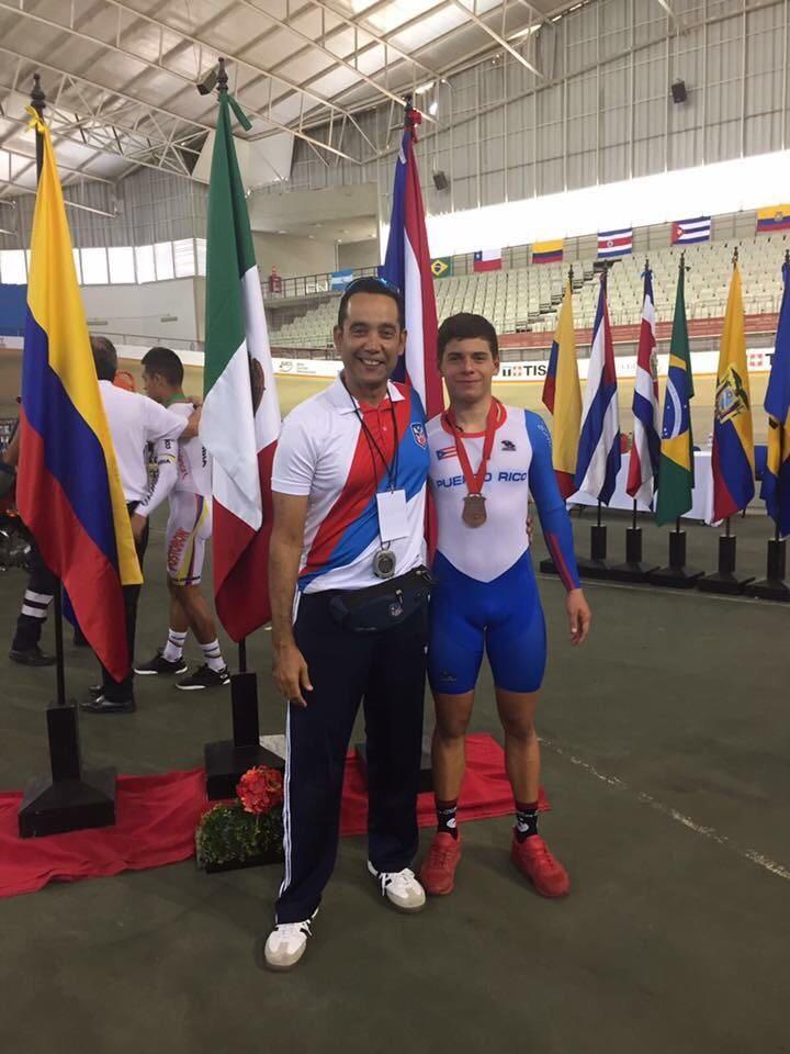Adrian Quiles junto a su entrenador Amaury Hernandez