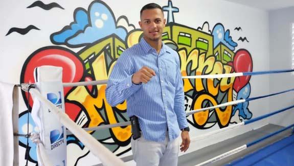 Bayamonés José 'Cheito' Román firma con Universal Promotions y DiBella