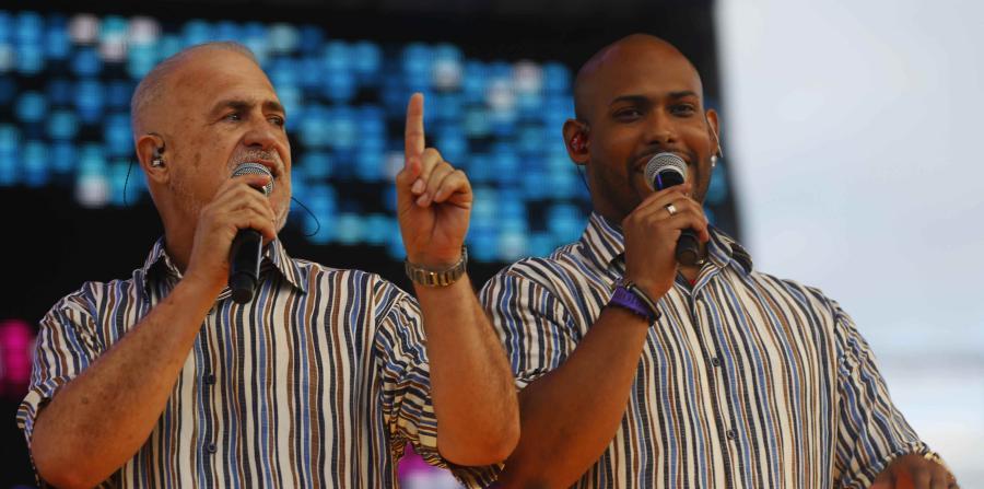 Los cantantes del Gran Combo de Puerto Rico Jerry Rivas y Anthony García.