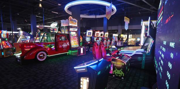 Maquinas De Juegos Comida Variada Dave Buster S Ciudad De