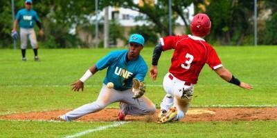 Dos Equipos no Conocen la Derrota en el Béisbol Universitario