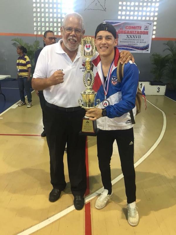 José Luis Vellon presidente de la Federación de Boxeo Aficionado de Puerto Rico junto a Juan Zayas