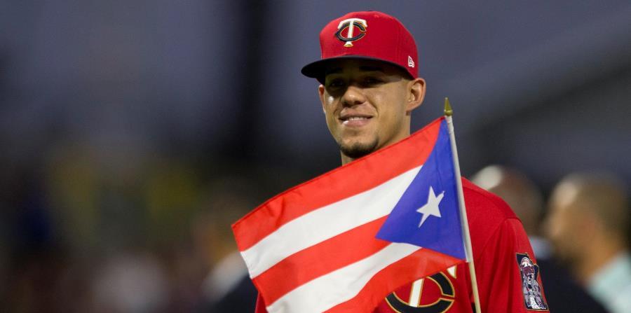 José Berrios portando bandera de Puerto Rico
