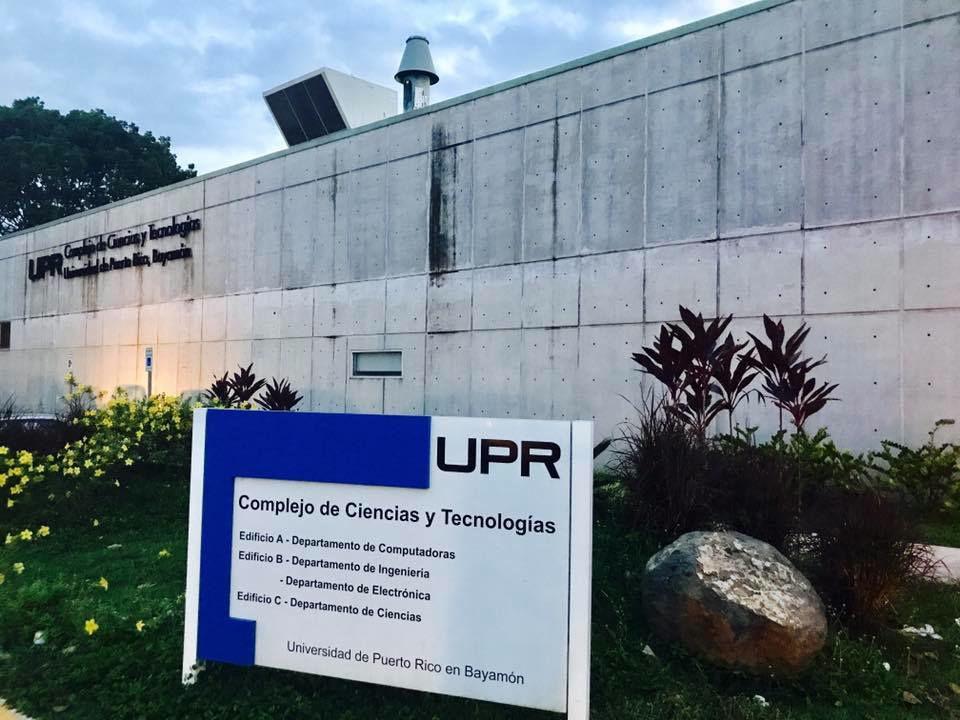 UPR Bayamon toma de la entrada