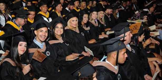 Se gradúan 520 estudiantes de la UPR de Bayamón