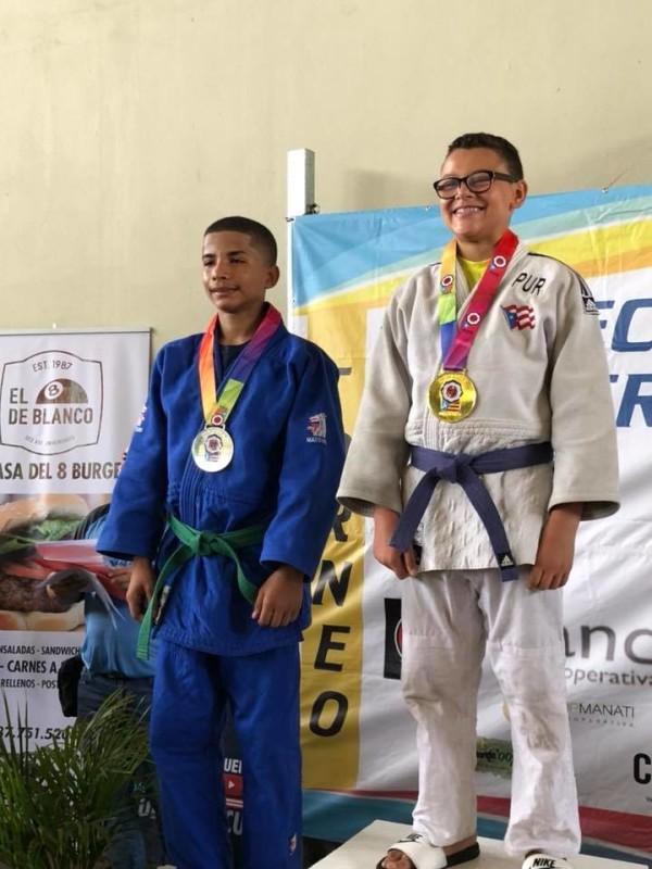 Carlos Aviles medalla oro 48kg 13-14 años club vaquero y Ryan Otero club Barceloneta medalla plata