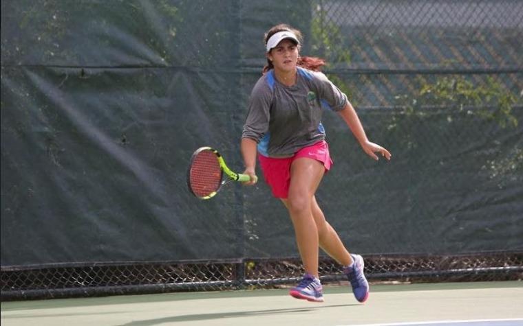 jugadora centro tenis honda