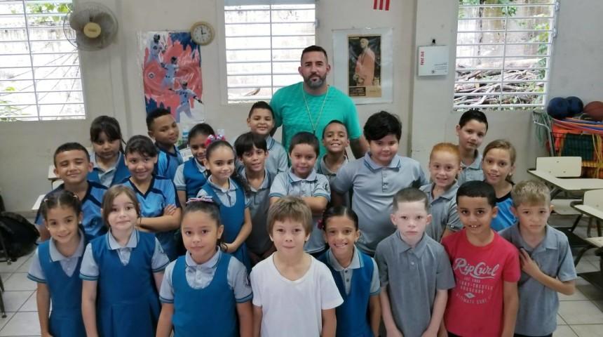 Taller de Volleyball en la Escuela Virgilio Dávila