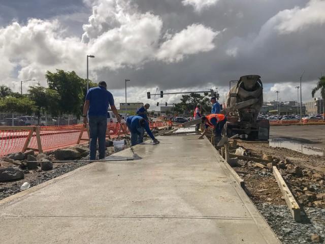 pavimentando estacionamiento de la cambija