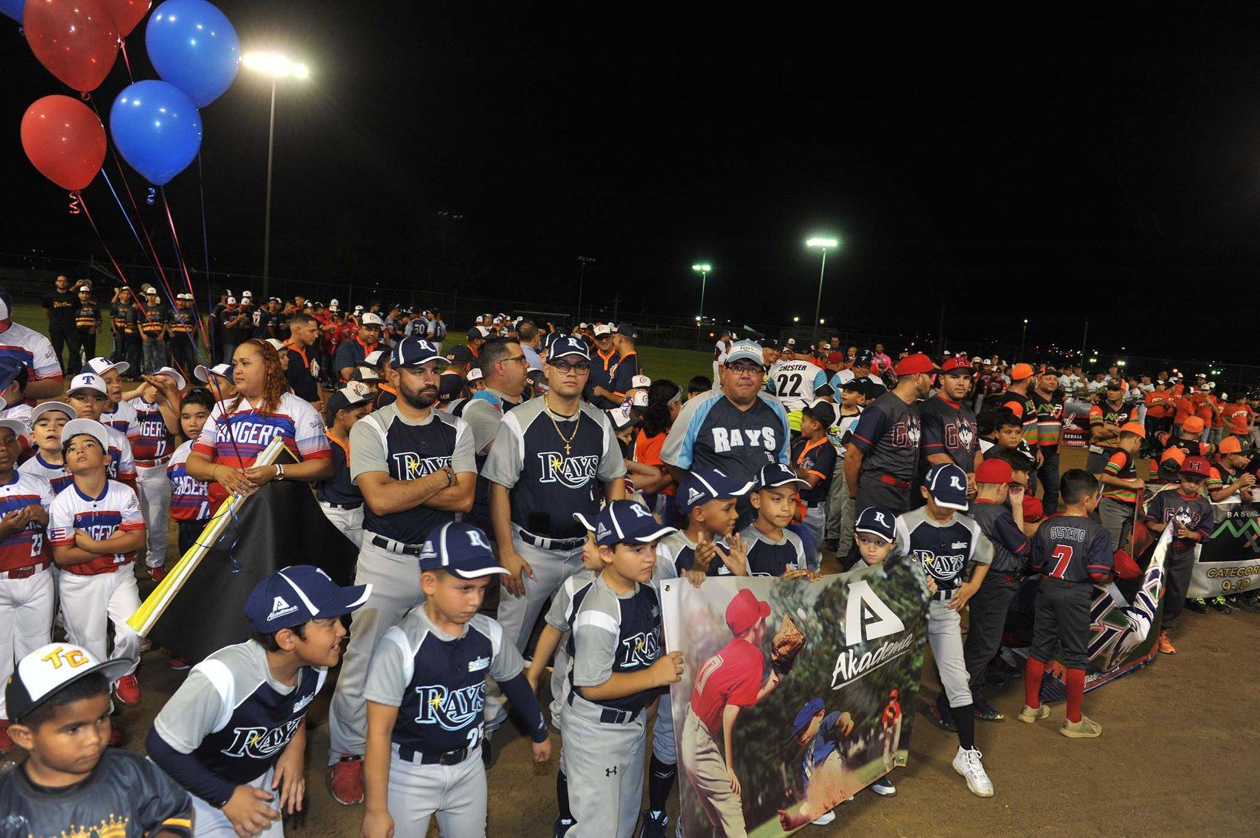 Sobre 800 peloteros inauguran la Liga American Congress de Bayamón
