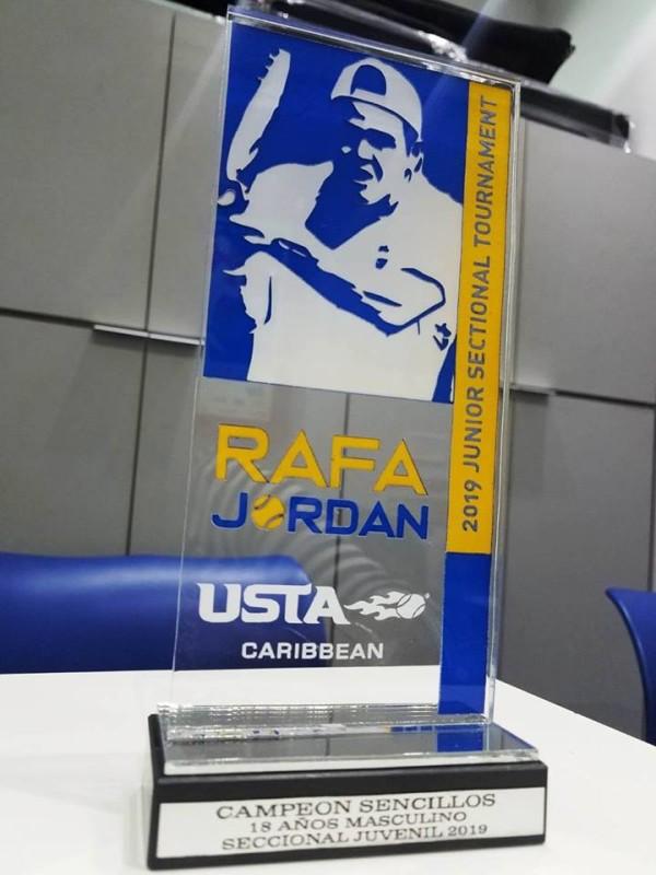 Trofeo para campeones del Seccional Rafa Jordan