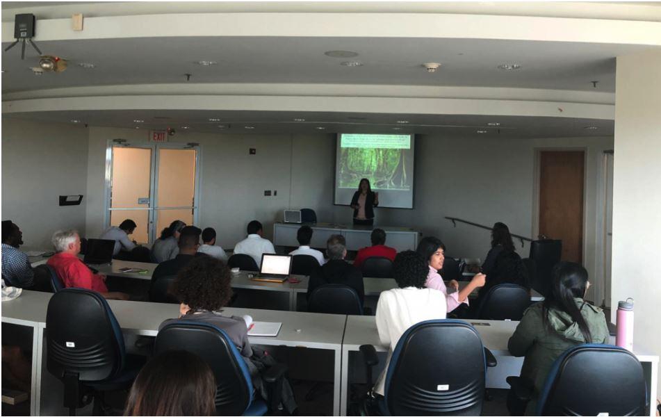 Imagen muestra conferencia