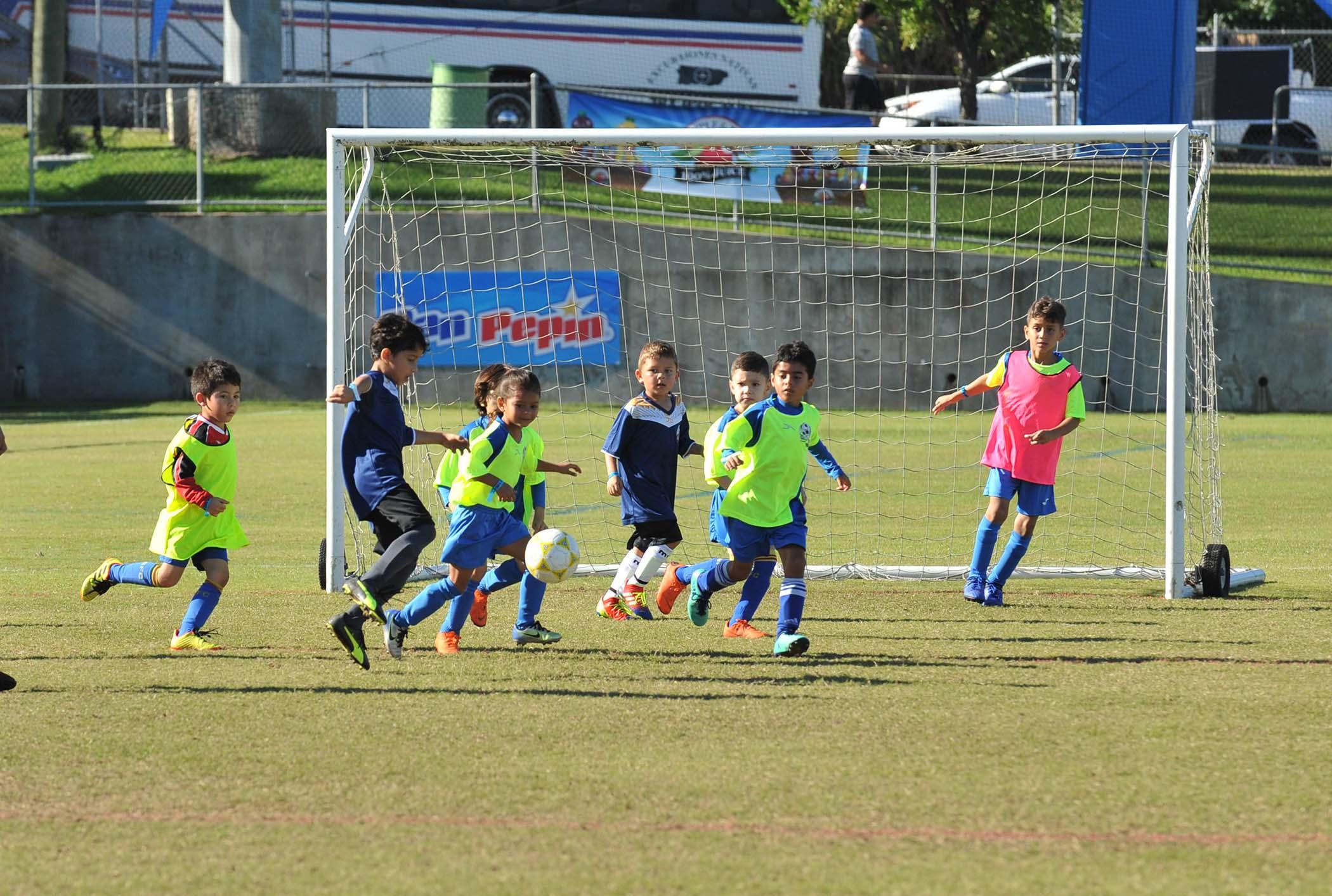 Ninos Jugando Soccer Copa SER de PR-30