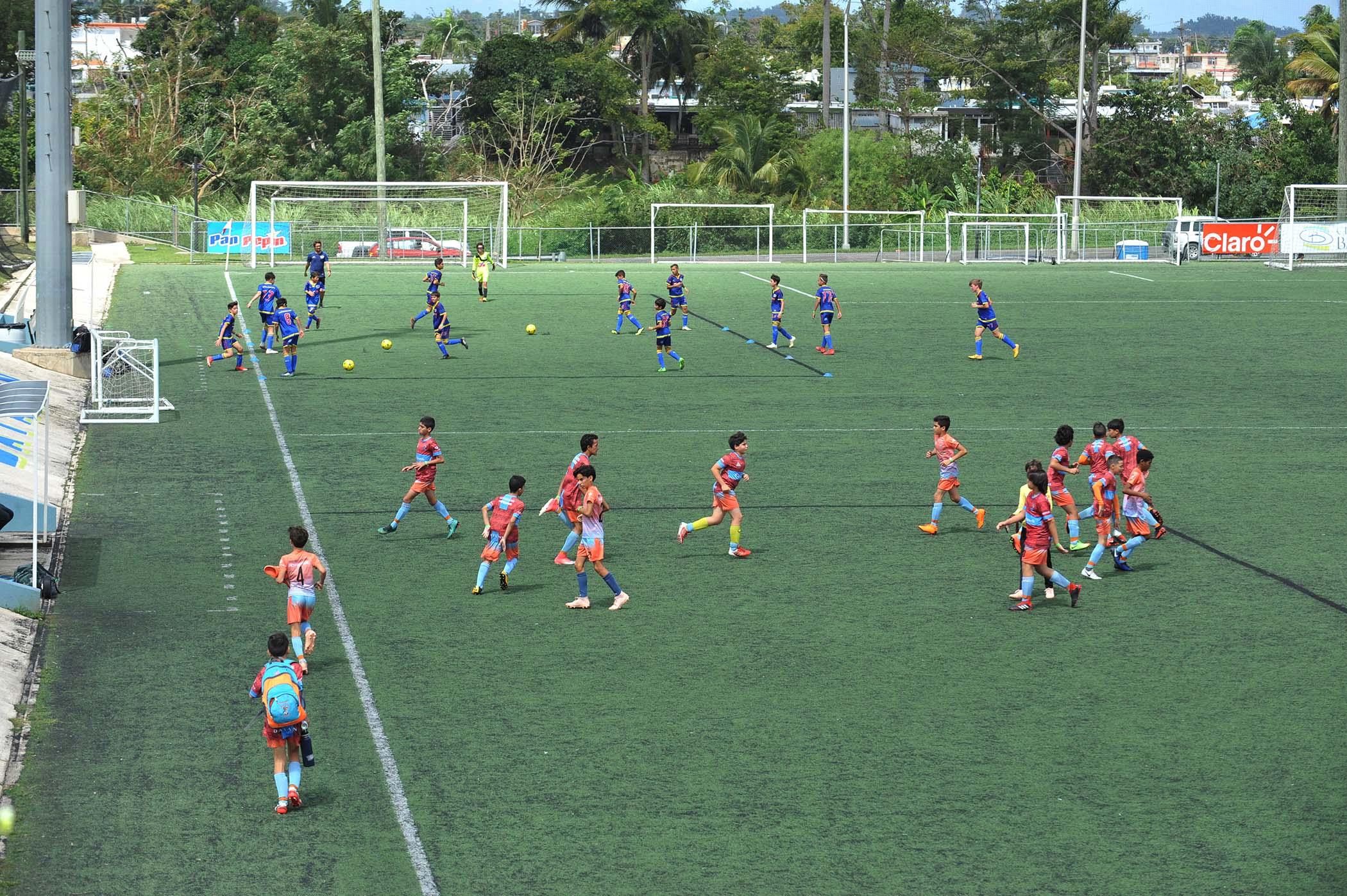 Parque de soccer jugadores jugando