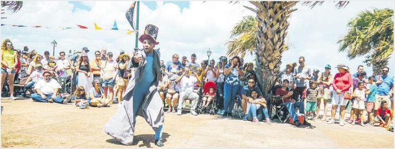 Brillante actuación del Circo de la Calle