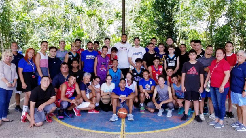 Taller de Baloncesto a Estudiantes de Esc. Miguel Melédez Muñoz