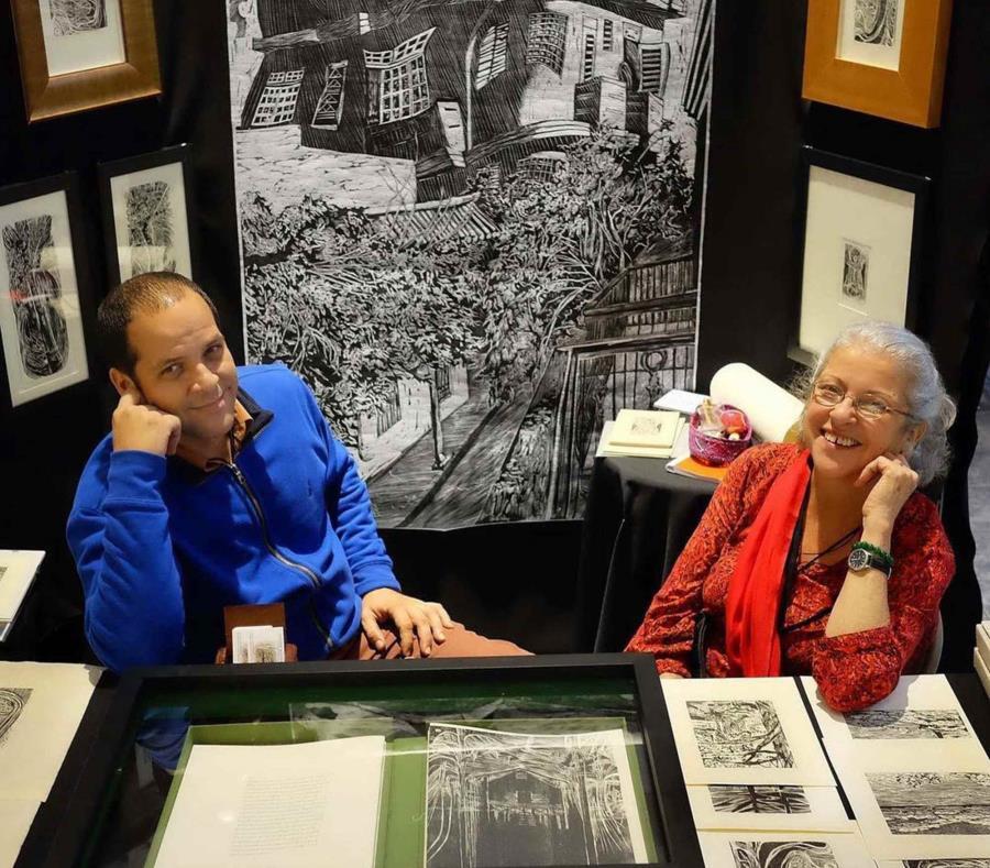 Consuelo Gotay y su hijo