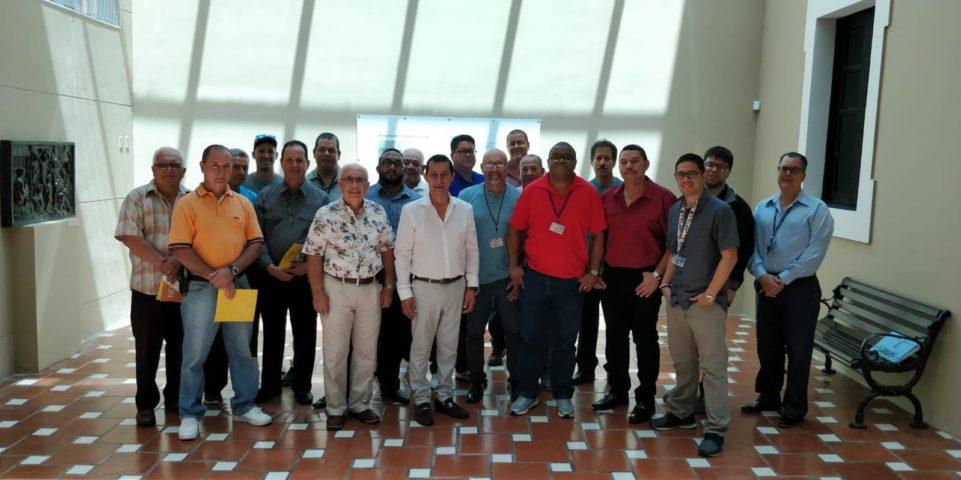 Celebración de Padres Junto Algunos Miembros del Departamento de Finanzas