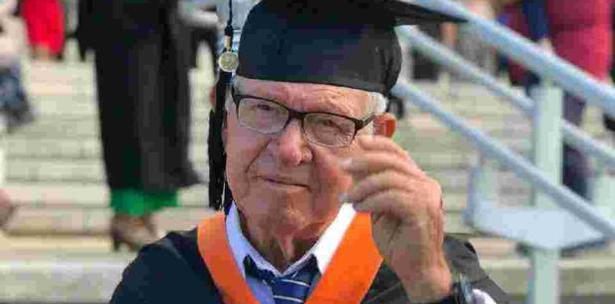 Anciano se Gradúa como Ingeniero en la Inter de Bayamón