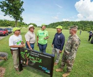 First Bank dona árboles para reforestar el Cementerio Nacional en Bayamón