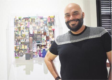 """Uno de los artistas que expone su obra en """"Perspectivas Temporales"""""""