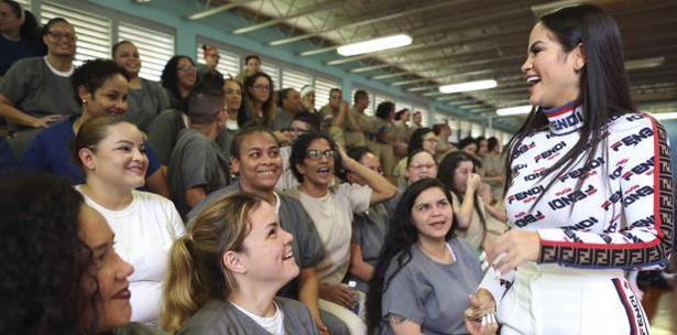 Nati Natasha en Centro Rehabilitación de Bayamón