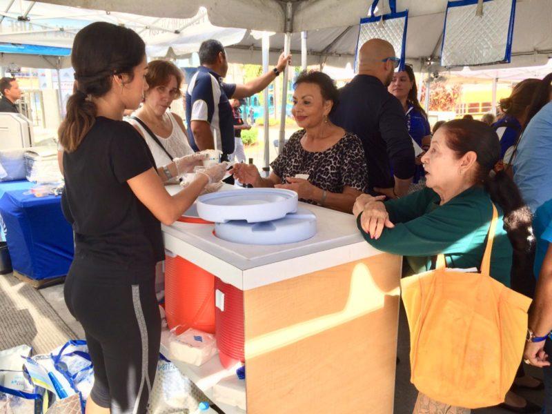 Visita de Pal Pueblo de MMM en la Plaza de Recreo