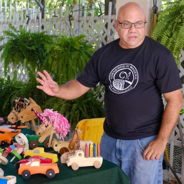 Conoce al Creador de Juguetes de Madera de Bayamón
