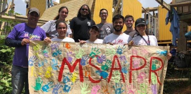 Estudiantes de la UPR en Bayamón Reconstruyen Casas de Envejecientes