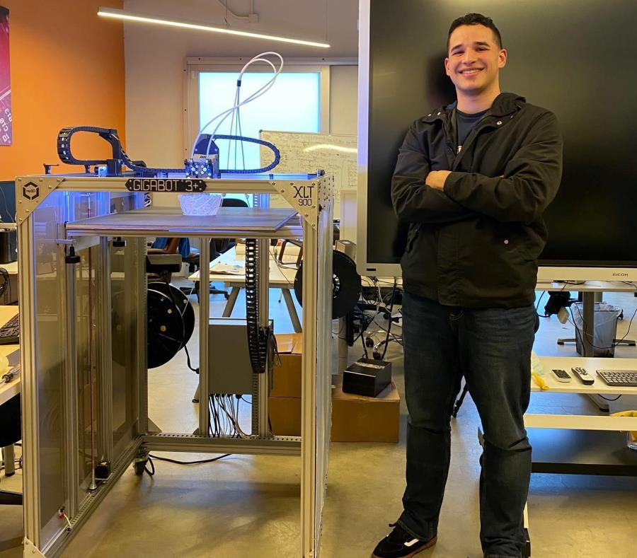 Joven Bayamonés se Abre Paso en Silicon Valley