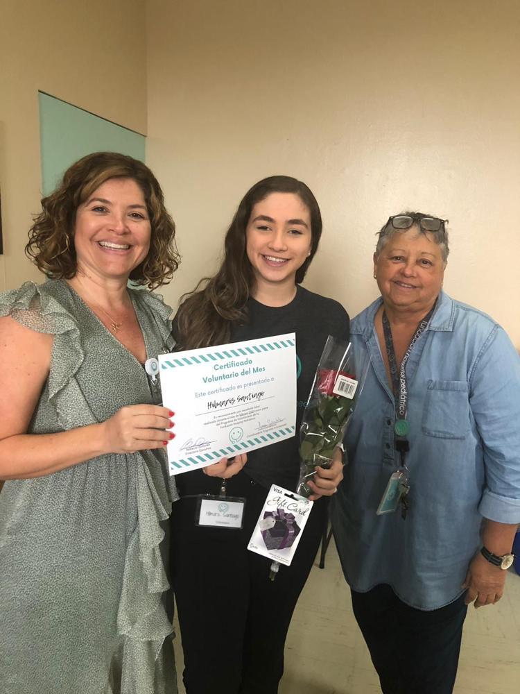 Estudiante es reconocida por labor voluntaria sirviendo a pacientes pediátricos