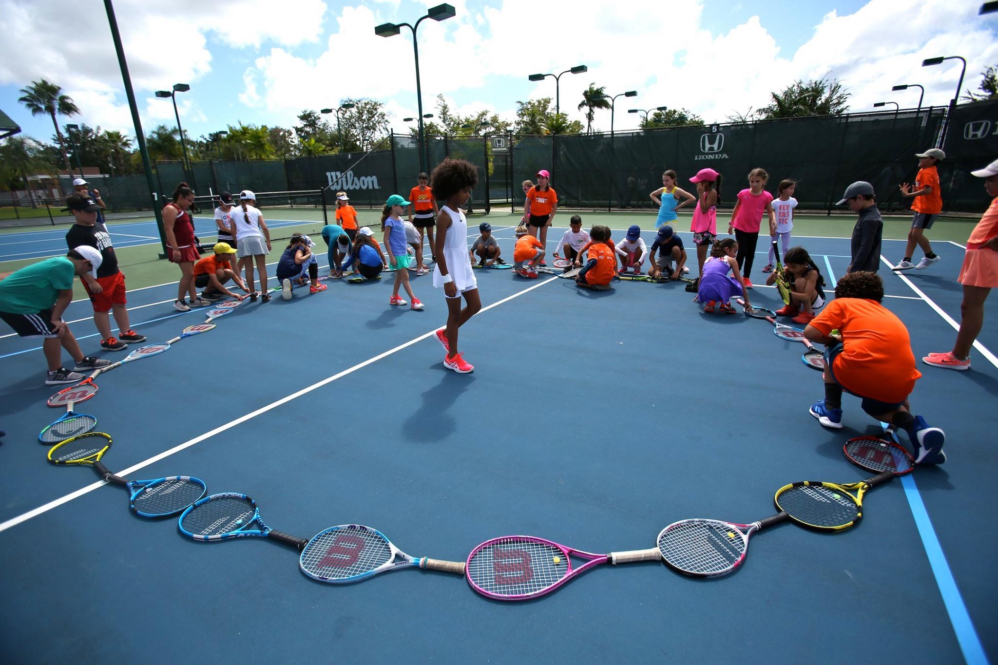 Mini tenis Tour en el Centro de Tenis Honda