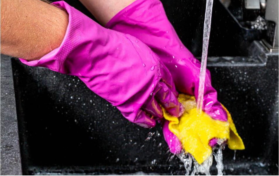 Cómo Limpiar y Desinfectar su Casa si Alguien Tiene COVID-19