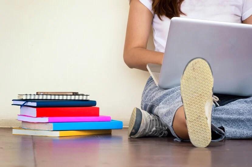 Así se Puede Solicitar el Vale de $1,000 para los Estudiantes Universitarios de Primer Año