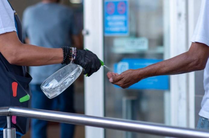 ¿Qué debe tener un desinfectante de manos para que sea efectivo contra el virus?