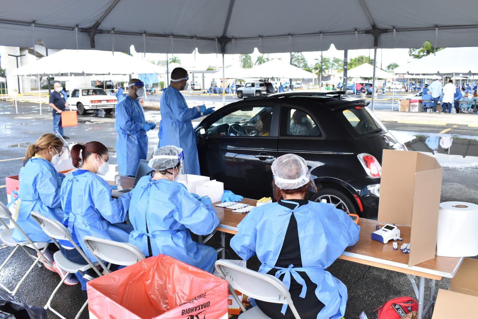 El Municipio de Bayamón junto a el Departamento de Salud realizaron pruebas masivas de COVID-19 tipo servicarro gratis.