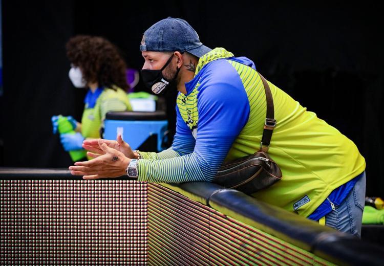 El receptor puertorriqueño se ha convertido en el fanático de primera fila de los Vaqueros en su rol como apoderado del equipo Los Vaqueros tienen un factor 'X' fuera de la cancha.