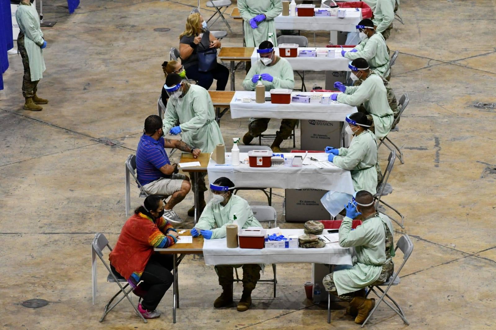 Vacunación para Profesionales de la Salud en el Coliseo Rubén Rodríguez