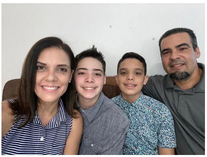 Gemelos de Bayamón Comienzan la Universidad a sus 13 Años