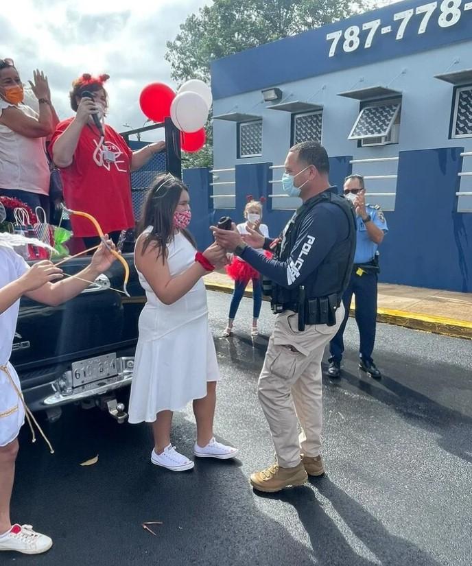 Estudiantes de la Bayamón Military Academy Realizan Caravana en Apoyo a los Policías
