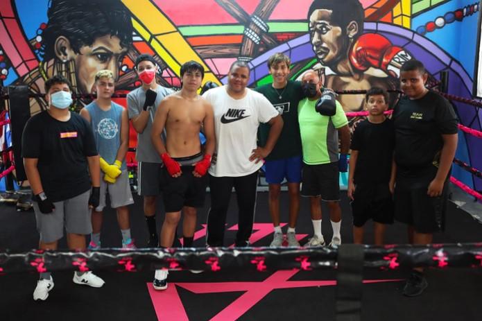 Murales de Glorias del Boxeo Boricua Inspiran a Chicos y jóvenes en Bayamón
