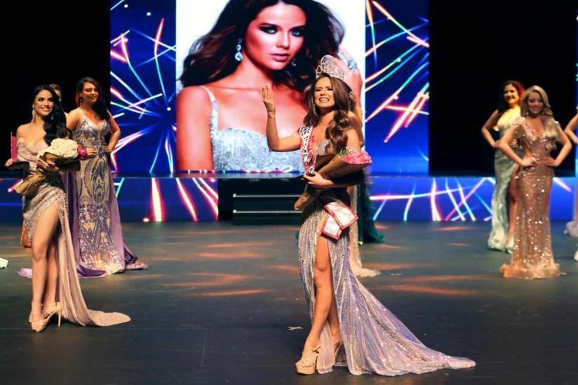 Yannina Ruiz Triunfa en Miss Puerto Rico Petite 2021 en Representación del Municipio de Bayamón