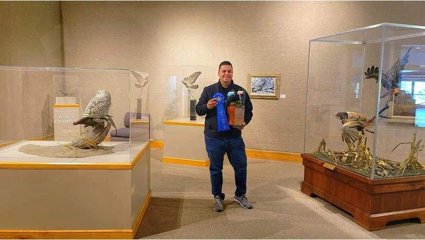 El Tallador de Aves Alex Ríos Gana Importante Premio en Estados Unidos