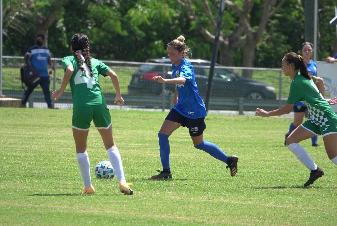 Rueda el Balón en el Memorial Day Soccer Weekend