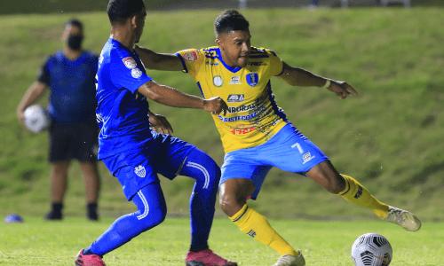 Juego de Metropolitan vs. Santa Lucía Cotzumalguapa en el Estadio Juan Ramón Loubriel